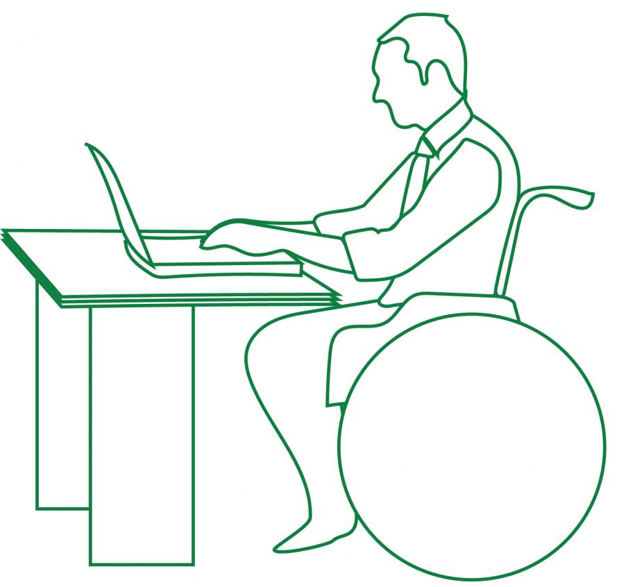 Vežimėlyje judantis žmogus dirba su kompiuteriu