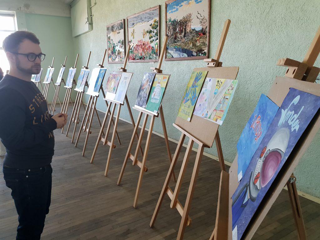 Vaikų darbų parpda Kelmės Aukuro pagrindinėje mokykloje